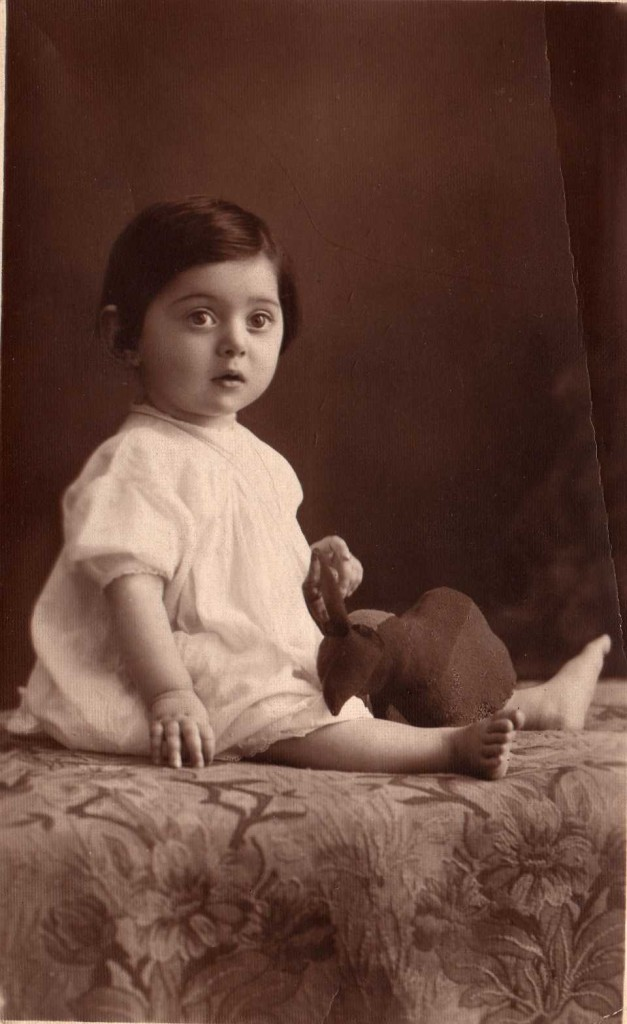 Magda (Perlstein) Brown baby photo